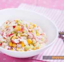 Салат «Крабовый» с рисом, кальмарами и морской капустой