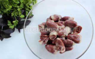 Куриные сердечки в сметане: как потушить – рецепт с фото