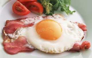 Рецепт приготовления вкусной яичницы с беконом