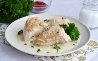 Курица тушеная в сметане – 8 рецептов приготовления на сковороде, в духовке и мультиварке