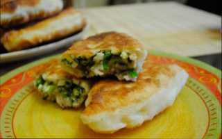 Пирожки с зеленым луком и яйцом жареные на сковороде