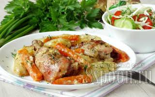 Нежное мясо кролика, запеченное со сметаной и картофелем в духовке