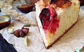Творожный пирог с яблоками и черносливом