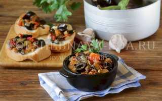Капоната из баклажанов с оливками и кедровыми орешками по сицилийски