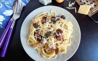Макароны с грибами и курицей в сливочном соусе рецепт
