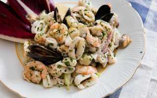 Салат из морского коктейля — 8 рецептов приготовления
