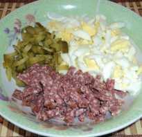 Салат с сухариками и копченой колбасой — 7 рецептов, как приготовить вкусный салат