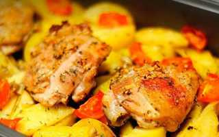 Как запечь куриные бедра с картошкой в духовке: рецепт с фото