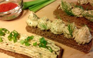 Сало перекрученное с чесноком закусочное: лучшие рецепты. Как сделать перекрученное через мясорубку свежее сало с чесноком и солью, соленое сало с зеленью, специями, укропом, перцем, по-украински для намазки на бутерброд: рецепт