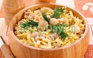 Рецепты оригинальных салатов с блинчиками из яиц, курицей, копчёной колбасой, кукурузой