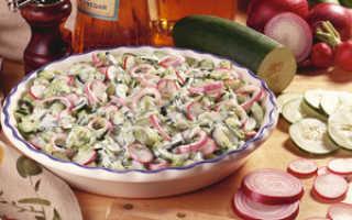 Салат из огурцов, яиц и сметаны