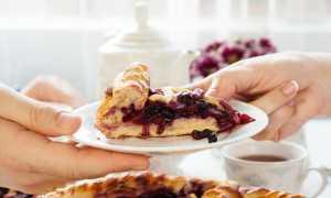 Как готовить постный пирог с замороженными ягодами в духовке?