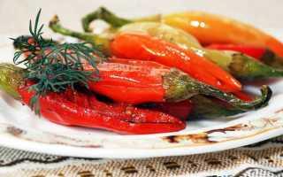 Целый болгарский перец с чесноком. Жареный перец с чесноком