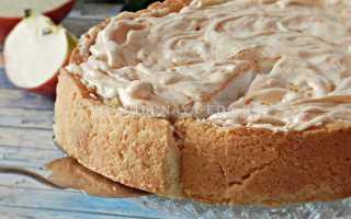 Рецепт великолепного песочного пирога с яблоками и взбитыми в пенку белками