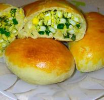 Пирожки с зеленым луком и яйцом жаренные на сковороде и запеченные в духовке