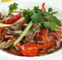Праздничный салат из говядины с луком