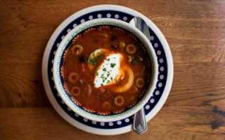 Ароматная солянка с курицей и колбасой: простые и вкусные рецепты
