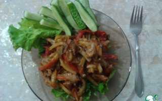 Салат с баклажанами и курицей теплый