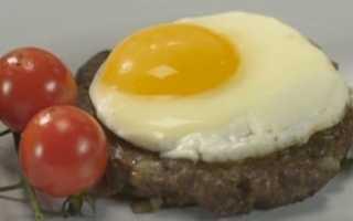 Пошаговый рецепт приготовления бифштекса с яйцом