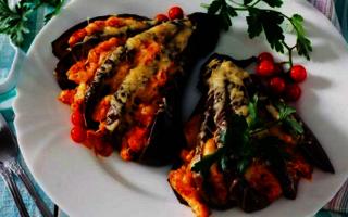 Баклажаны с помидорами и сыром. Веер из баклажанов