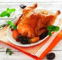 Курица, запеченная с черносливом в духовке: разные варианты приготовления