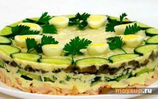 Слоеный салат с вареной курицей, грибами и яйцами «Курочка Ряба»